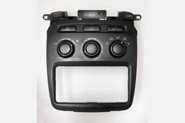 front view of a 2001-2007 Toyota Highlander Climate Control