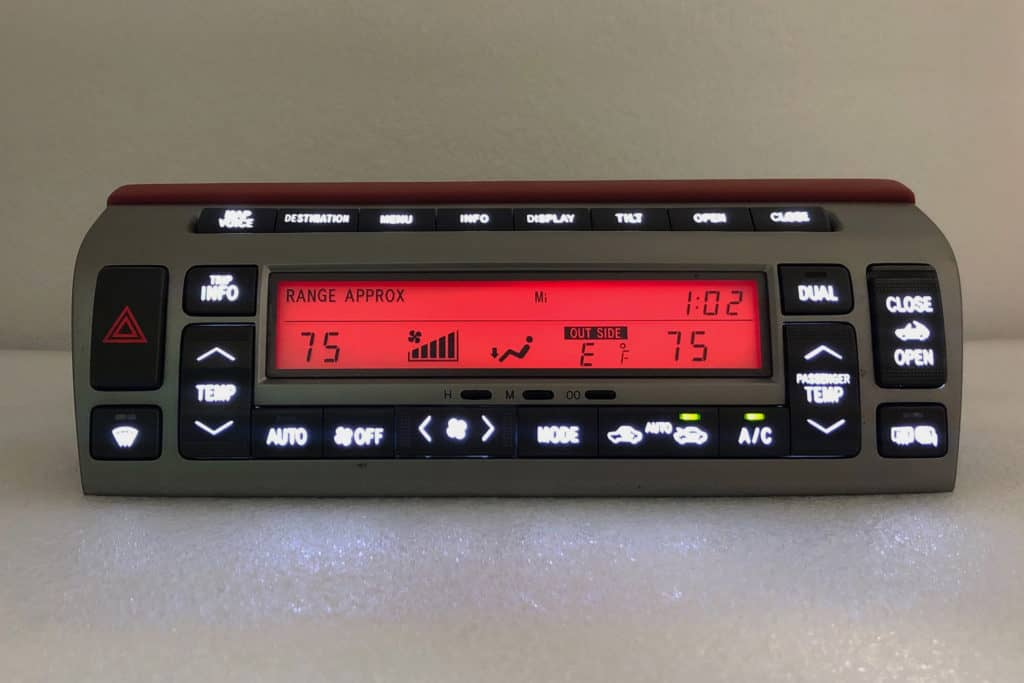 red screen and white button lighting on a 2002-2009 Lexus SC430 Climate