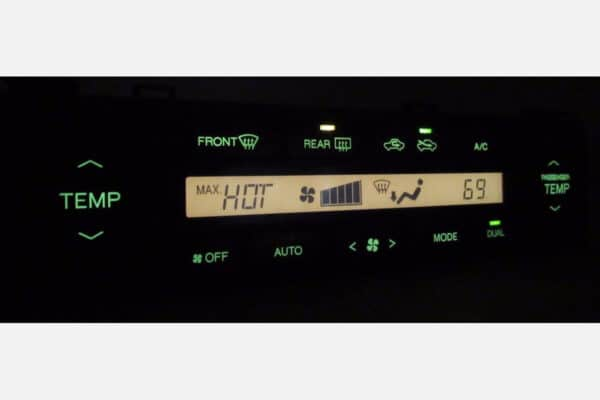 powered on view of a 1998-2000 Lexus LS400 Climate Control