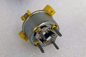 "USED ""F"" 95-02 CHEVY/BUICK AIRCORE MOTOR BOTTOM"